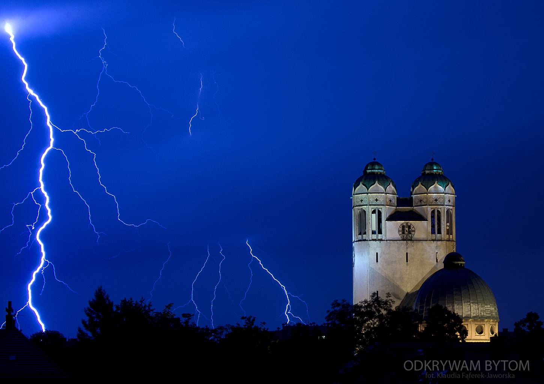 Bytom, kościół p.w. Św. Barbary, burza