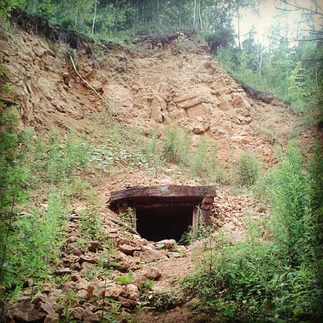 Bytom, DSD, Dawne wyrobisko dolomitu, wejście do podziemi tarnogórskich