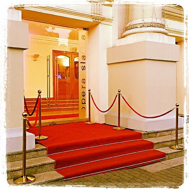 Wejście do budynku Opery Ślaskiej w Bytomiu